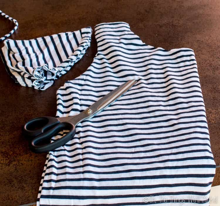 a30e7613282 How to Make a T-shirt Bag  8 Ways to Make a Bag from a Shirt - Oh ...