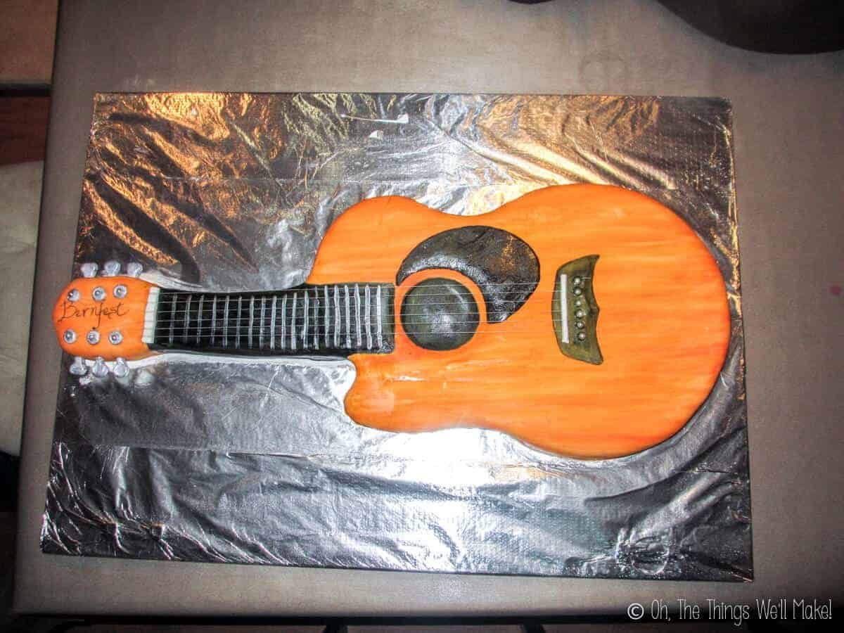 Finished guitar cake made out of fondant