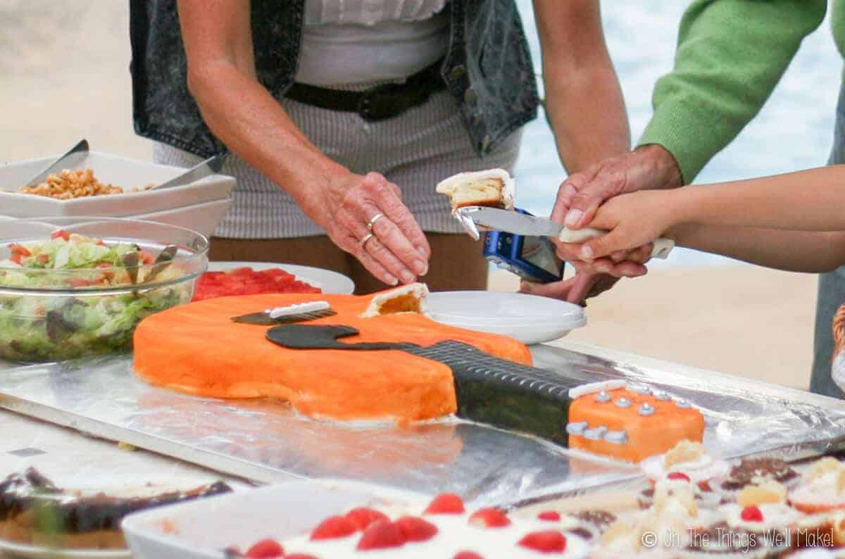 Cutting the guitar cake