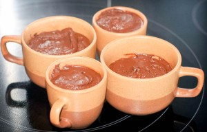 4 cups of a chocolate dessert made with chocolate and water.