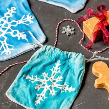 How to Paint a Snowflake Christmas Gift Pouch