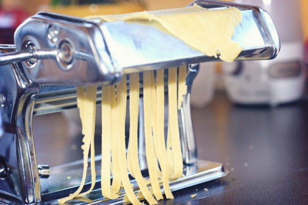 This basic pasta dough recipe will help you quickly and easily make homemade pasta at the last minute, almost as quickly as boiling store bought.