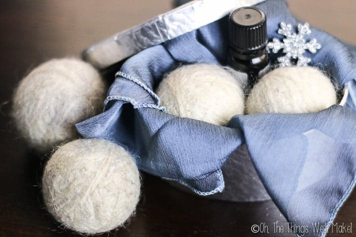 DIY wool dryer balls are easy to make and are a simple, ecological way to soften clothes and reduce dryer time and static cling. #thethingswellmake #miy #wool #wooldryerballs #dryerballs #laundry #greenlaundry #greenlaundrytips