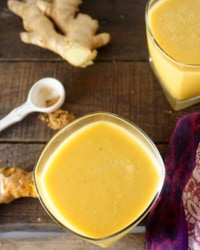 Pineapple Turmeric Juice Smoothie