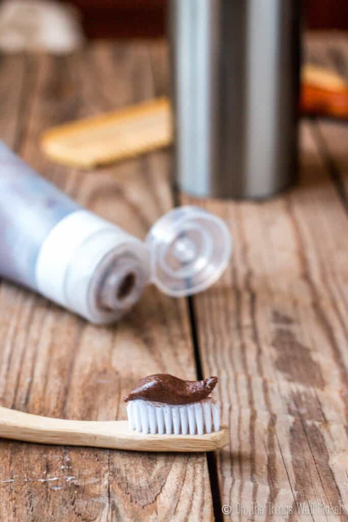 Brush and protect your teeth naturally with these homemade toothpaste recipes and tips for optimal dental hygiene from a dentist. #toothpaste #DIY #homemadetoothpaste #dentist
